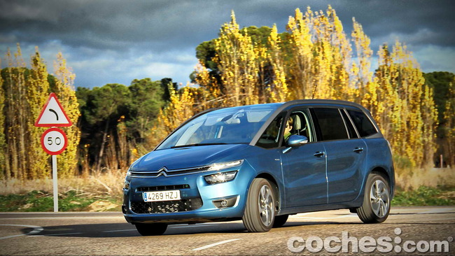 Citroën_Grand_C4_Picasso_077