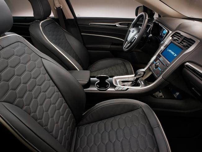 Ford Mondeo Vignale 2015 interior 01
