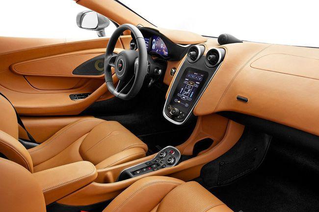 McLaren 570S 2015 interior 10