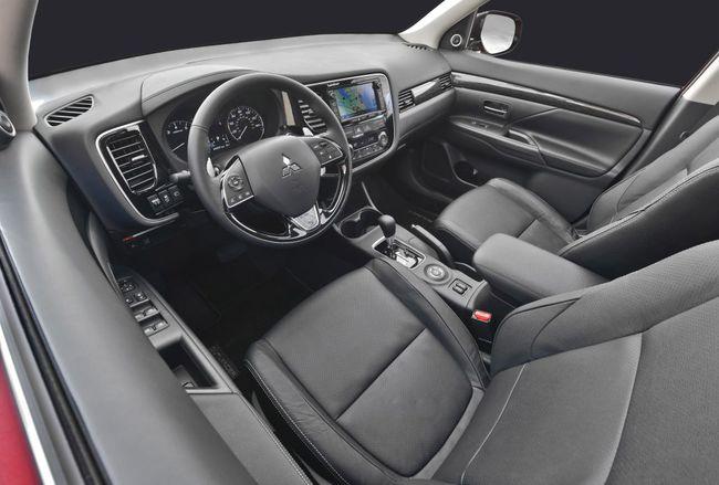 Mitsubishi Outlander 2016 interior 04