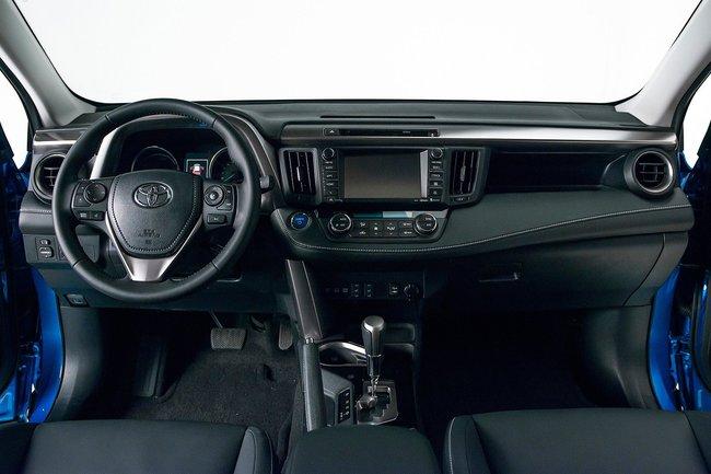 Toyota RAV4 Hybrid 2016 interior 01