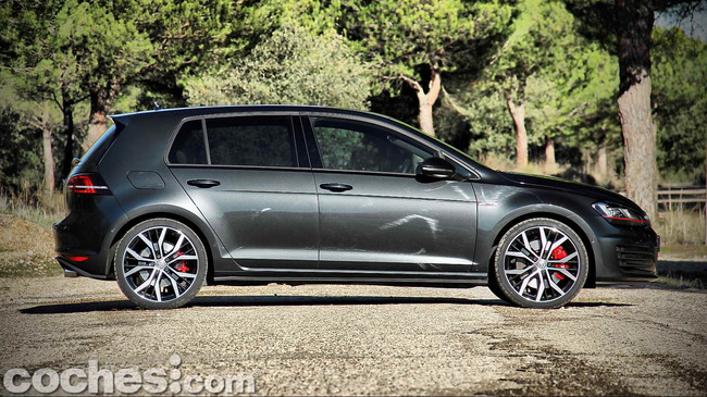 Volkswagen_Golf_GTI_Performance_007