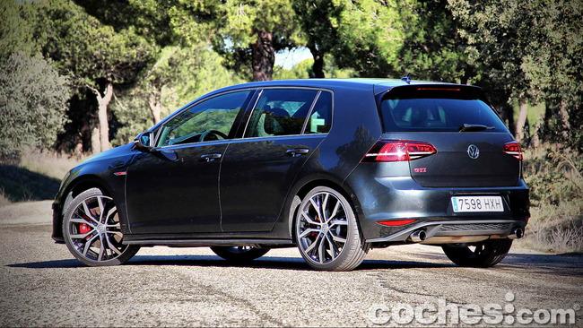 Volkswagen_Golf_GTI_Performance_009