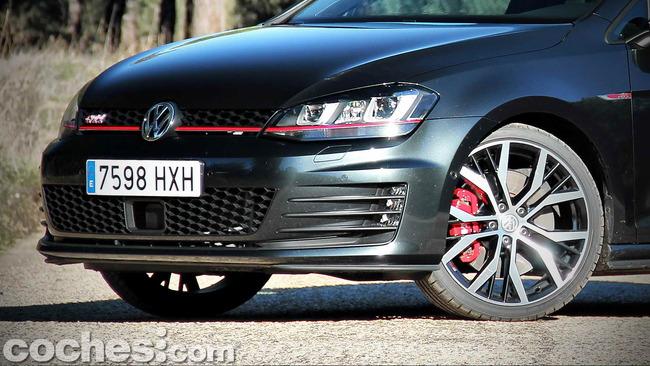 Volkswagen_Golf_GTI_Performance_010