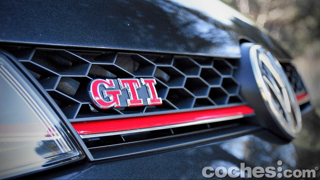 Volkswagen_Golf_GTI_Performance_012