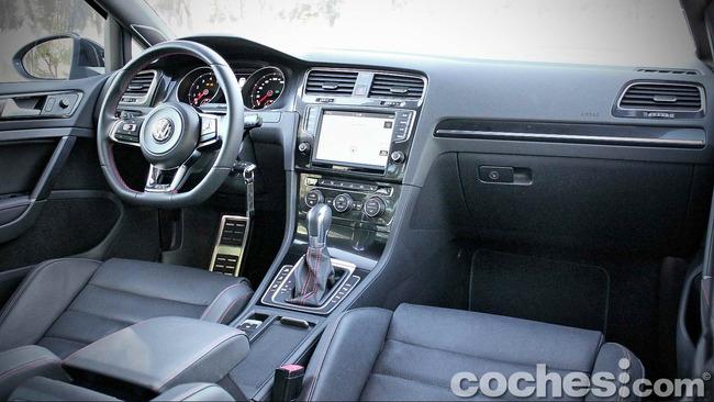 Volkswagen_Golf_GTI_Performance_022