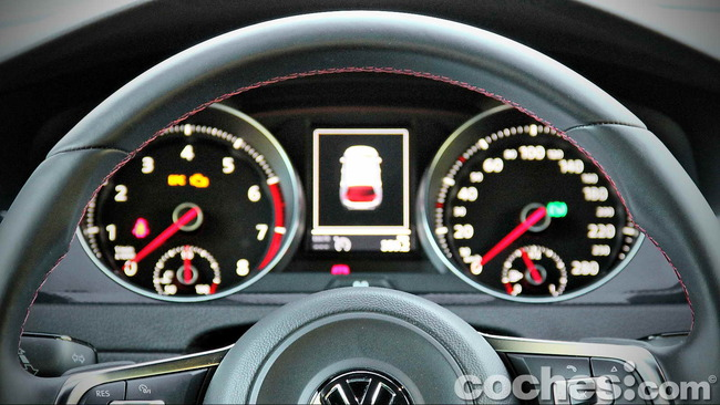Volkswagen_Golf_GTI_Performance_029