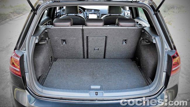 Volkswagen_Golf_GTI_Performance_034