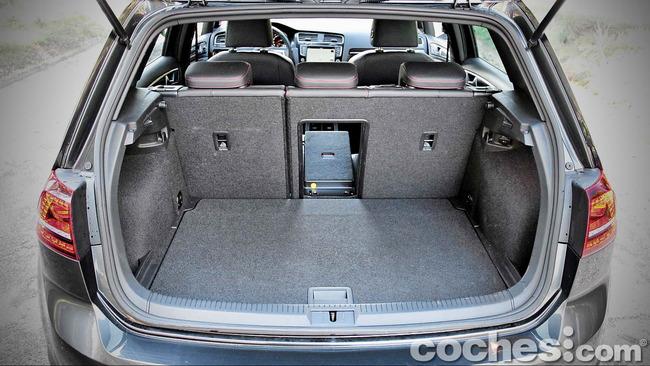 Volkswagen_Golf_GTI_Performance_037