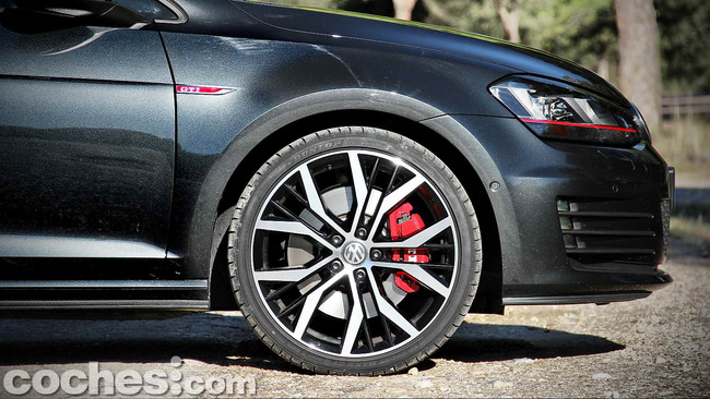 Volkswagen_Golf_GTI_Performance_052