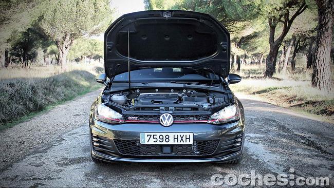 Volkswagen_Golf_GTI_Performance_053
