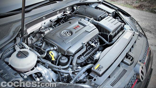 Volkswagen_Golf_GTI_Performance_057