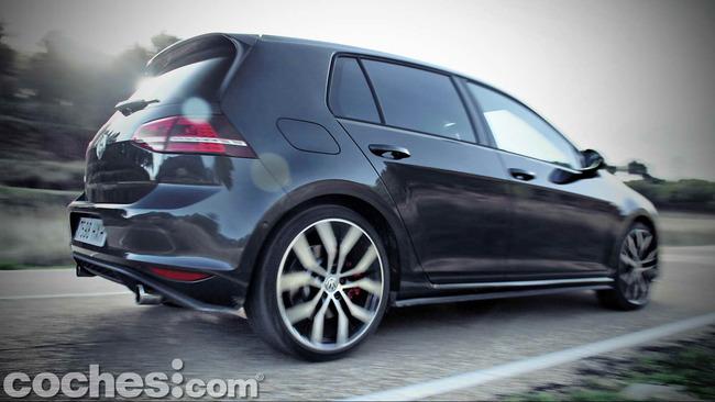 Volkswagen_Golf_GTI_Performance_064