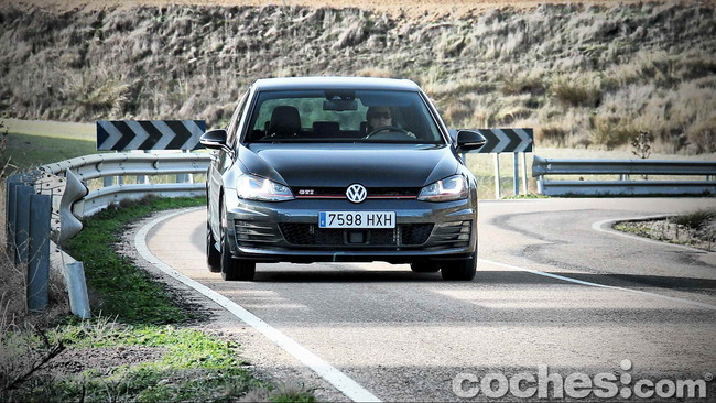 Volkswagen_Golf_GTI_Performance_065