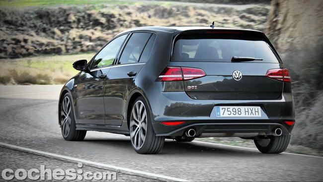 Volkswagen_Golf_GTI_Performance_072