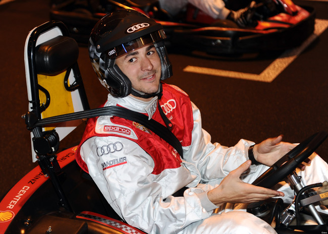 Benzema en un kart en un evento de Audi