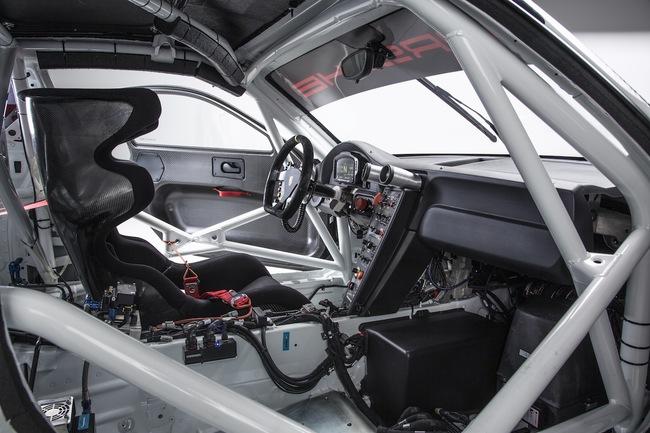 Porsche 911 GT3 R 2015 interior