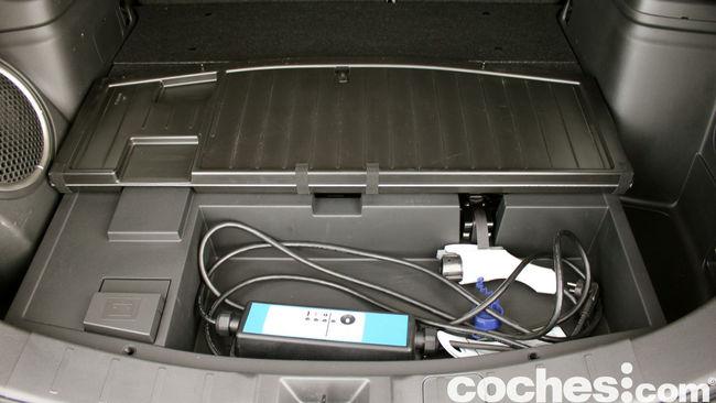 Prueba Mitsubishi Outlander PHEV 2015 espacio bajo maletero 01