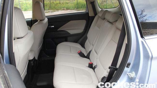 Prueba Mitsubishi Outlander PHEV 2015 interior 03