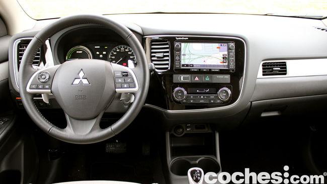 Prueba Mitsubishi Outlander PHEV 2015 interior 05