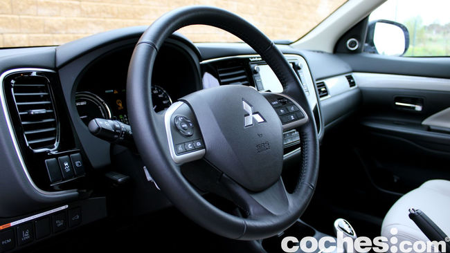 Prueba Mitsubishi Outlander PHEV 2015 interior 14