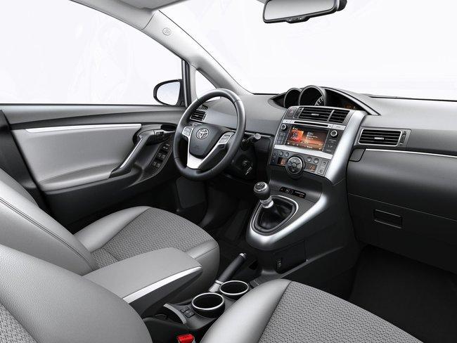 Toyota Verso 2015 interior 01
