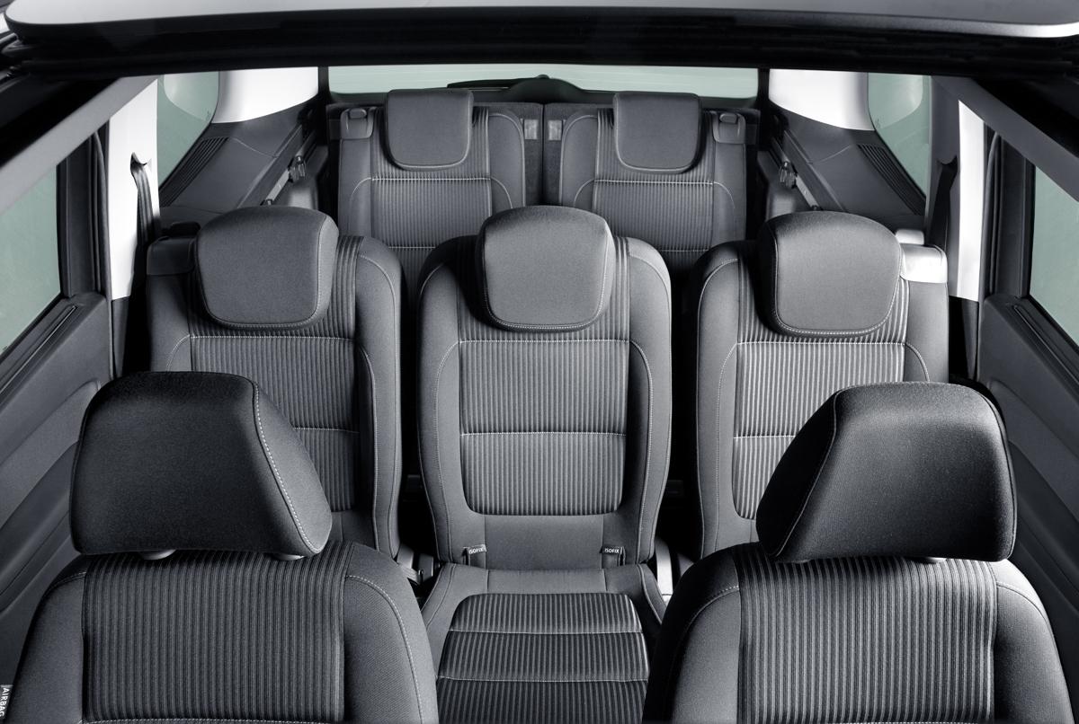 cu l es el asiento m s seguro del coche. Black Bedroom Furniture Sets. Home Design Ideas