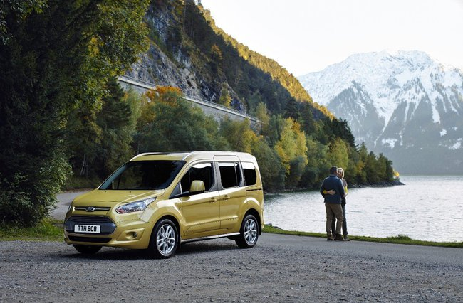 Ford Tourneo Connect 2016 01