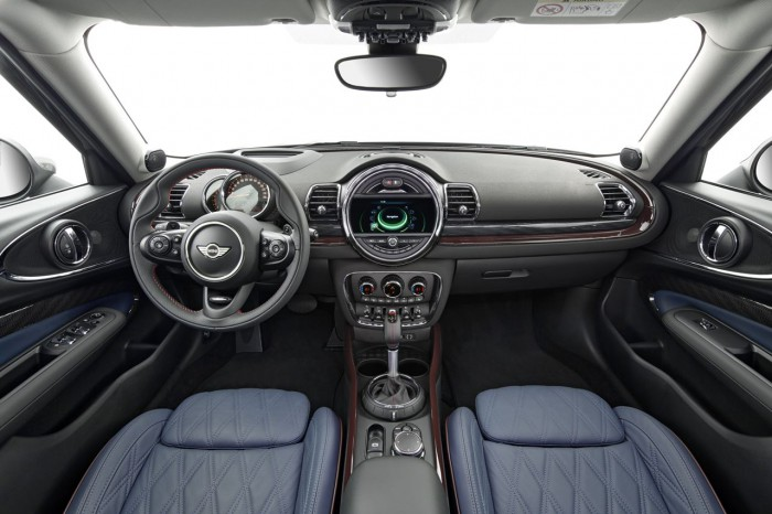 MINI Clubman 2015 interior 02