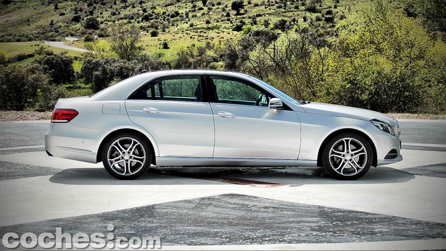 Mercedes_Benz_E_300_BlueTEC_HYBRID_008
