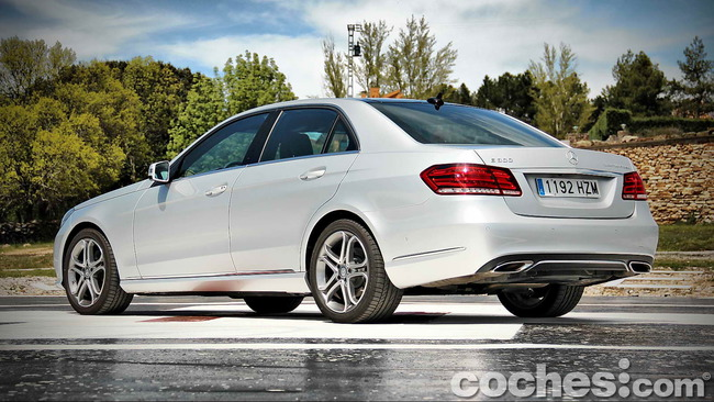 Mercedes_Benz_E_300_BlueTEC_HYBRID_012