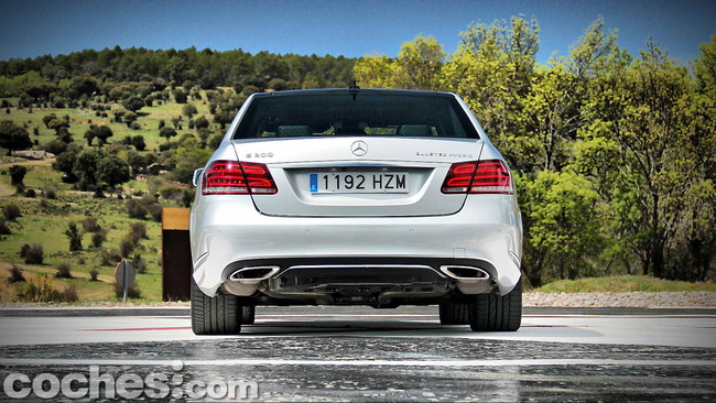 Mercedes_Benz_E_300_BlueTEC_HYBRID_013