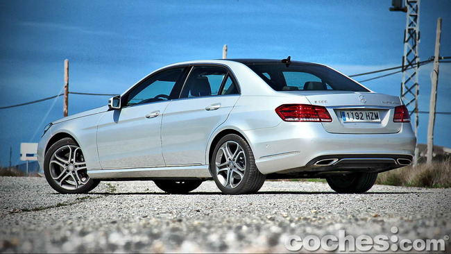 Mercedes_Benz_E_300_BlueTEC_HYBRID_016