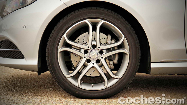 Mercedes_Benz_E_300_BlueTEC_HYBRID_028