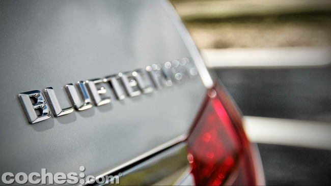 Mercedes_Benz_E_300_BlueTEC_HYBRID_029