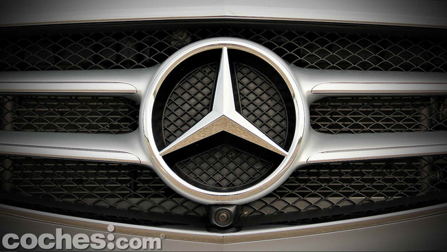 Mercedes_Benz_E_300_BlueTEC_HYBRID_032