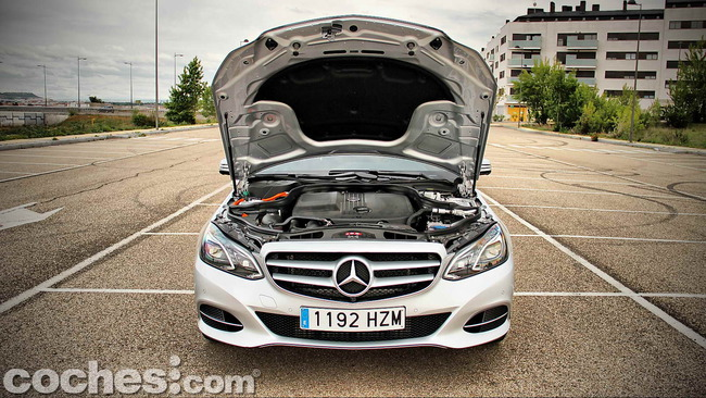 Mercedes_Benz_E_300_BlueTEC_HYBRID_040