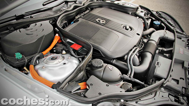 Mercedes_Benz_E_300_BlueTEC_HYBRID_042