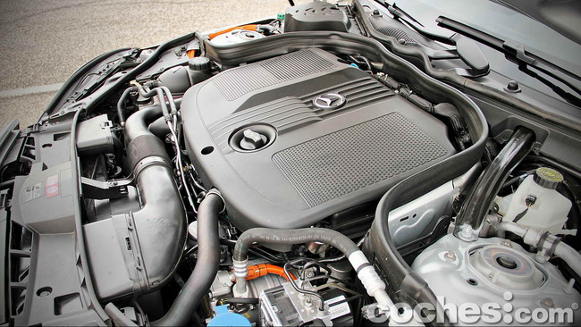 Mercedes_Benz_E_300_BlueTEC_HYBRID_043