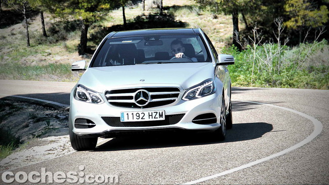 Mercedes_Benz_E_300_BlueTEC_HYBRID_062