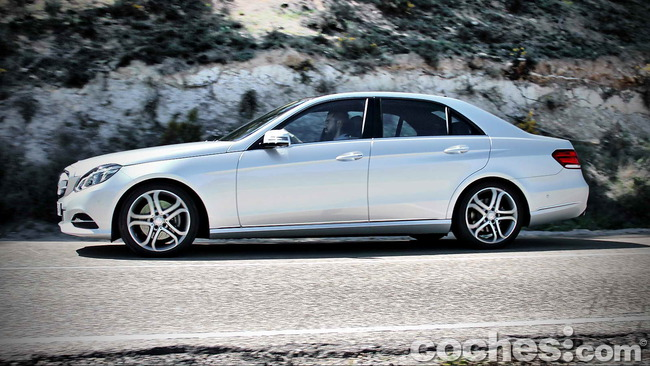 Mercedes_Benz_E_300_BlueTEC_HYBRID_069