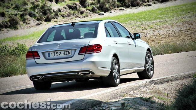 Mercedes_Benz_E_300_BlueTEC_HYBRID_071