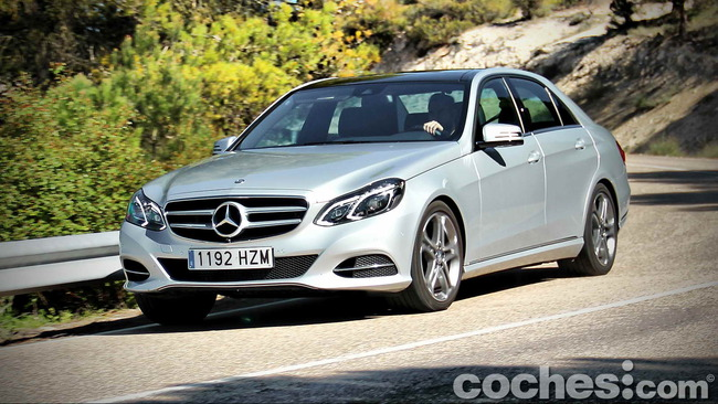 Mercedes_Benz_E_300_BlueTEC_HYBRID_075