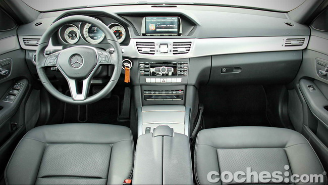 Mercedes_Benz_E_300_BlueTEC_HYBRID_079
