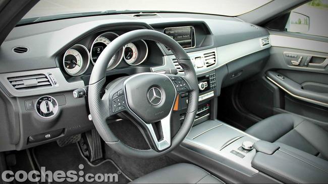 Mercedes_Benz_E_300_BlueTEC_HYBRID_080