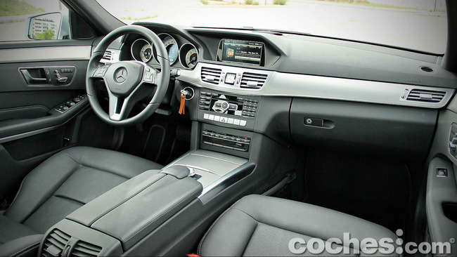Mercedes_Benz_E_300_BlueTEC_HYBRID_081