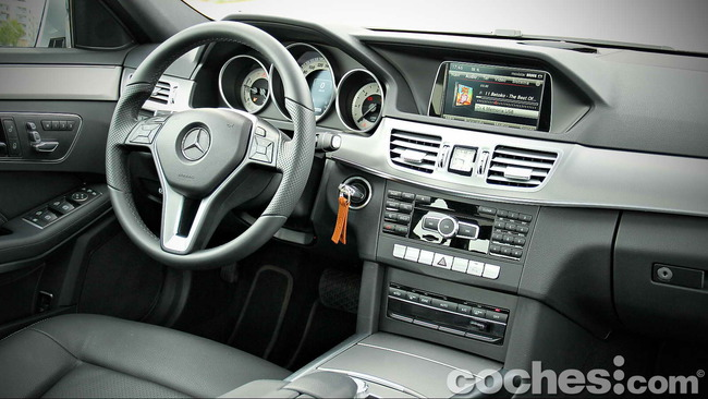 Mercedes_Benz_E_300_BlueTEC_HYBRID_087