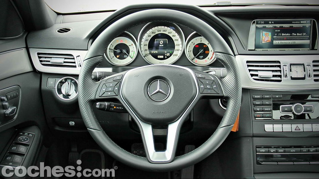 Mercedes_Benz_E_300_BlueTEC_HYBRID_090