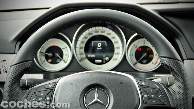 Mercedes_Benz_E_300_BlueTEC_HYBRID_091