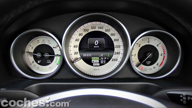 Mercedes_Benz_E_300_BlueTEC_HYBRID_093